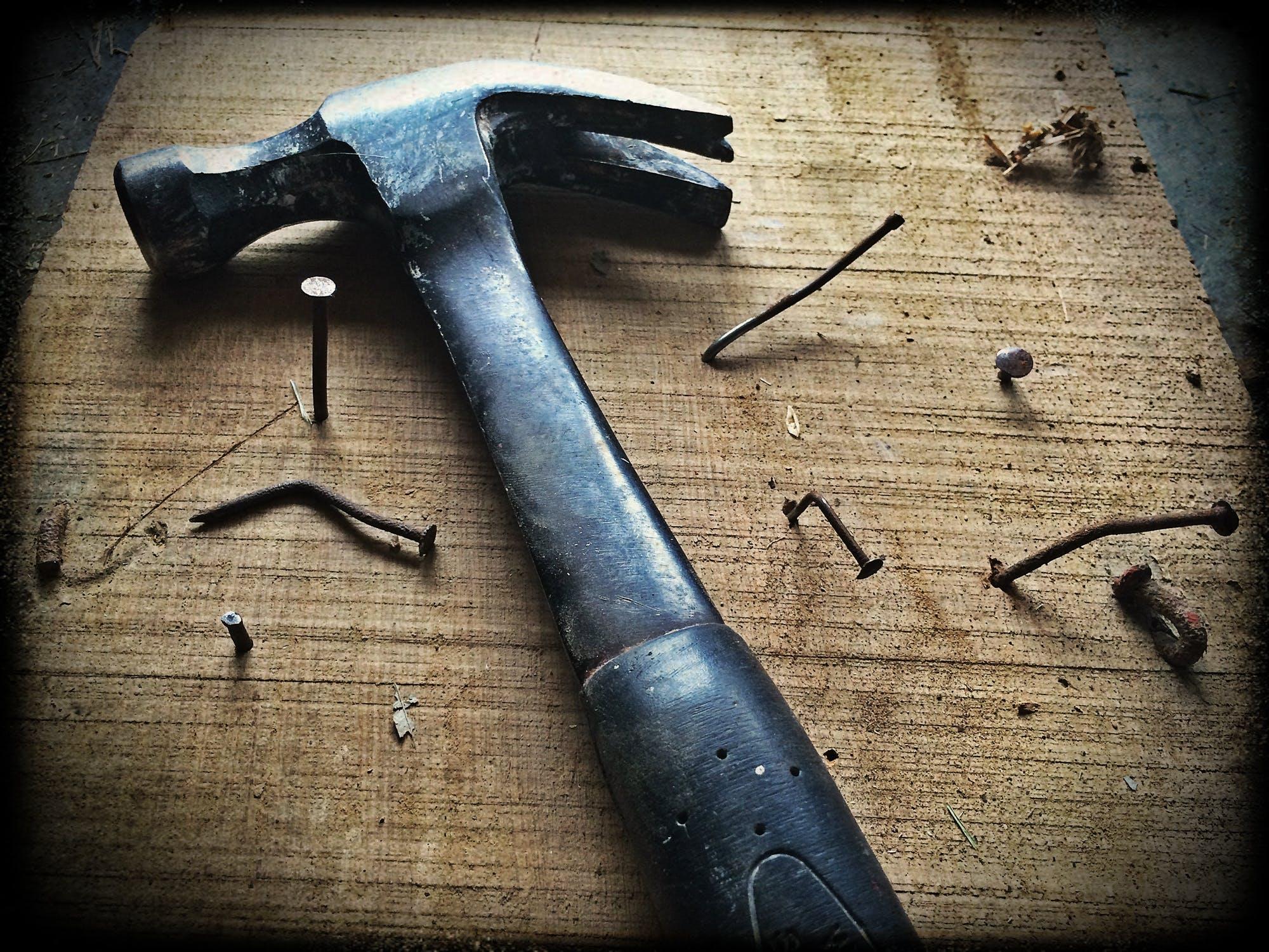 Marteau / Outils indispensables / Davis&Co